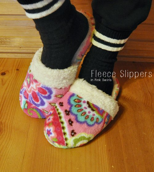 Fleece Slippers in Pink Swirls0852