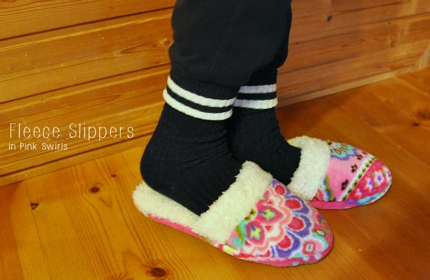 Fleece Slippers in Pink Swirls0855